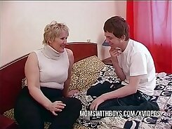 Chubby mature mom gets creampied