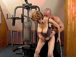 Bavarian granny Loni fucks a gym trainer