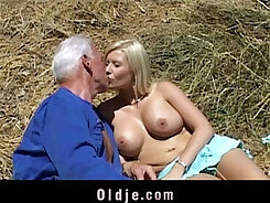 All alone, gifted masseuse Kelly Taylor fucks that beefy blond babe behind her guy