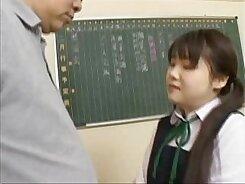 Amateur Japanese schoolgirl showing off her oral skills