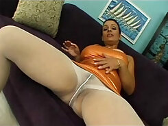 hot chick that loves slim sofits to smoke and gets fucked