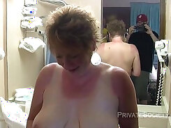 Aunt with nice body and smelly shaved pussy ride
