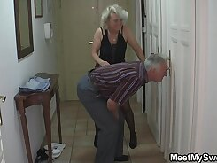 Blonde mature woman has hard midget threesome with her lucky buddy